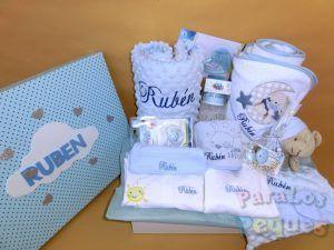 Canastilla bordada para recién nacido para el bebe azul bordada Rubén