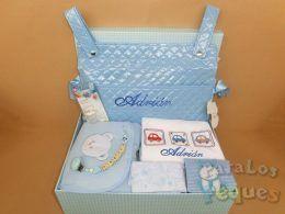 Canastilla para recién nacido vamos a la calle azul bordada