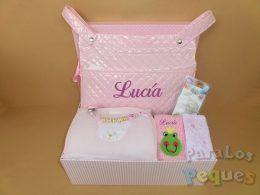 Canastilla para bebe a pasear rosa bordada