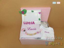 Canastilla para recién nacido abrazos rosa bordada