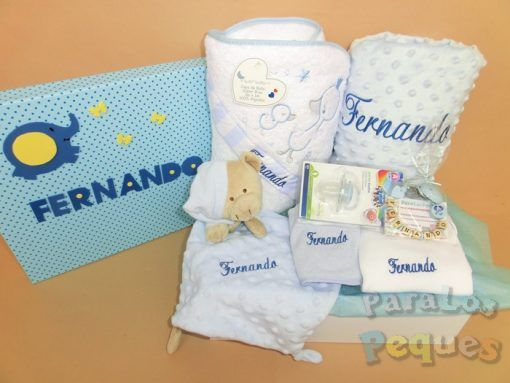 Canastilla para bebé cuidaditos blanca y azul bordada