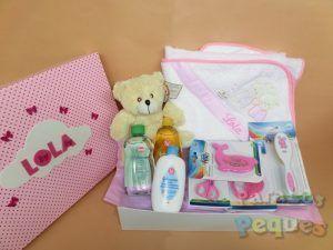 Canastilla bebé al agua patos rosa bordada
