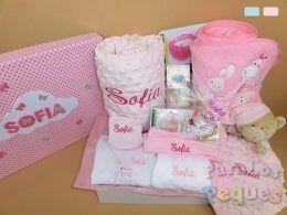 Canastilla bordada para recién nacido para el bebe rosa bordada