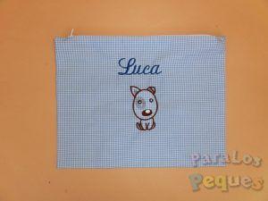 Bolsa de mudas azul para bebe bordada