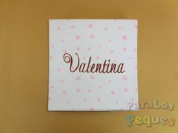Arrullo blanco con estrellas rosas bordado en chocolate