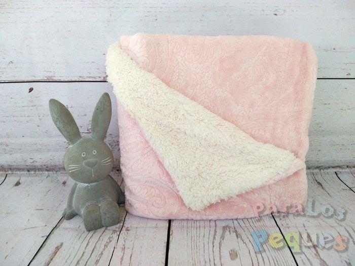 Manta borreguito grabado cachemir para bebe rosa