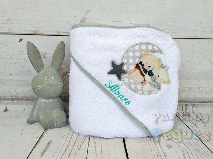 Capa de baño para bebe luna gris bordada menta
