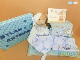 Canastilla de bebe apego azul bordada