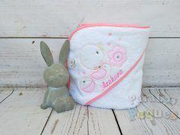 Capa de baño para bebe patita blanca y rosa bordada rosa medio