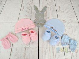 Regalo bebe conjunto gorro bordado, guantes y patucos en rosa
