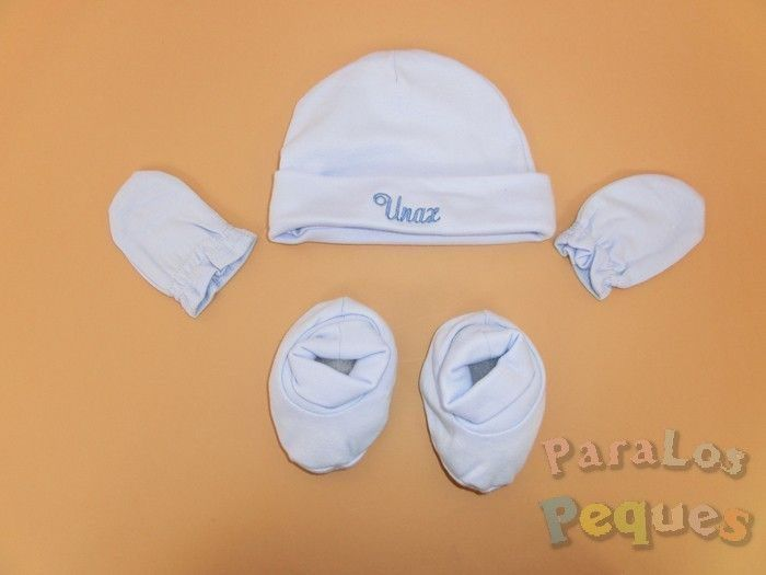 Regalo bebe conjunto gorro bordado, guantes y patucos en azul