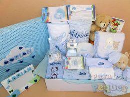 Cesta para bebé muchomimo blanca y azul bordada