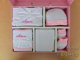 Conjunto de primera puesta estampado rosa bordado en fucsia