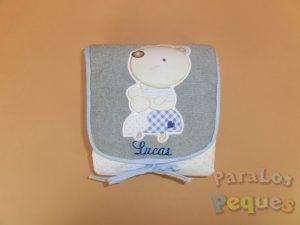 Cambiador para bebe seta bordado en azul oscuro