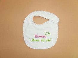 Ideas de regalos para el dia de la madre. babero-mama-del año