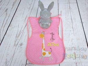 Babero plastificado girafa bordado bebe para guardería y colegio