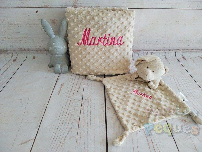 DouDou y Manta tostado bordado fucsia para bebe Martina