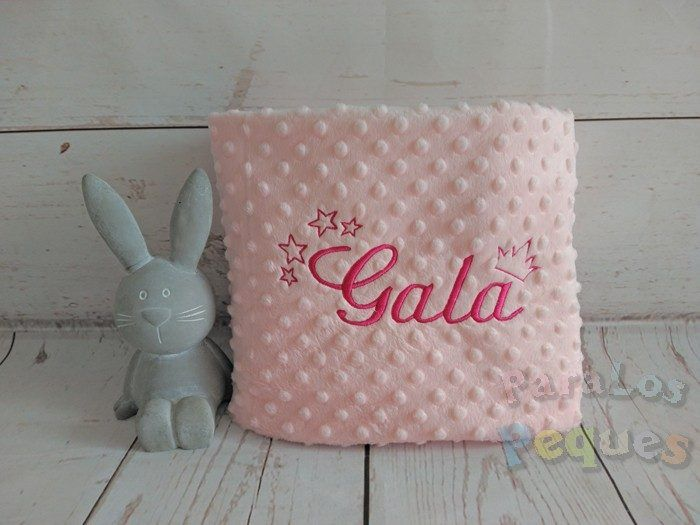 Manta fantasia rosa para bebe bordada en fucsia